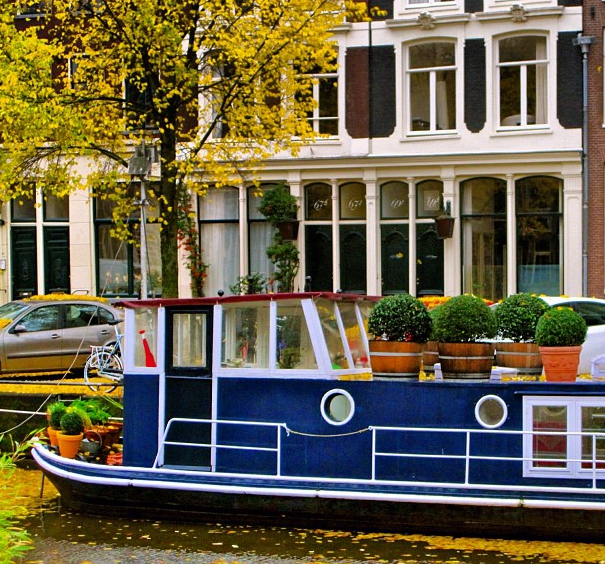 Falling Off Bicycles Brouwersgracht houseboat