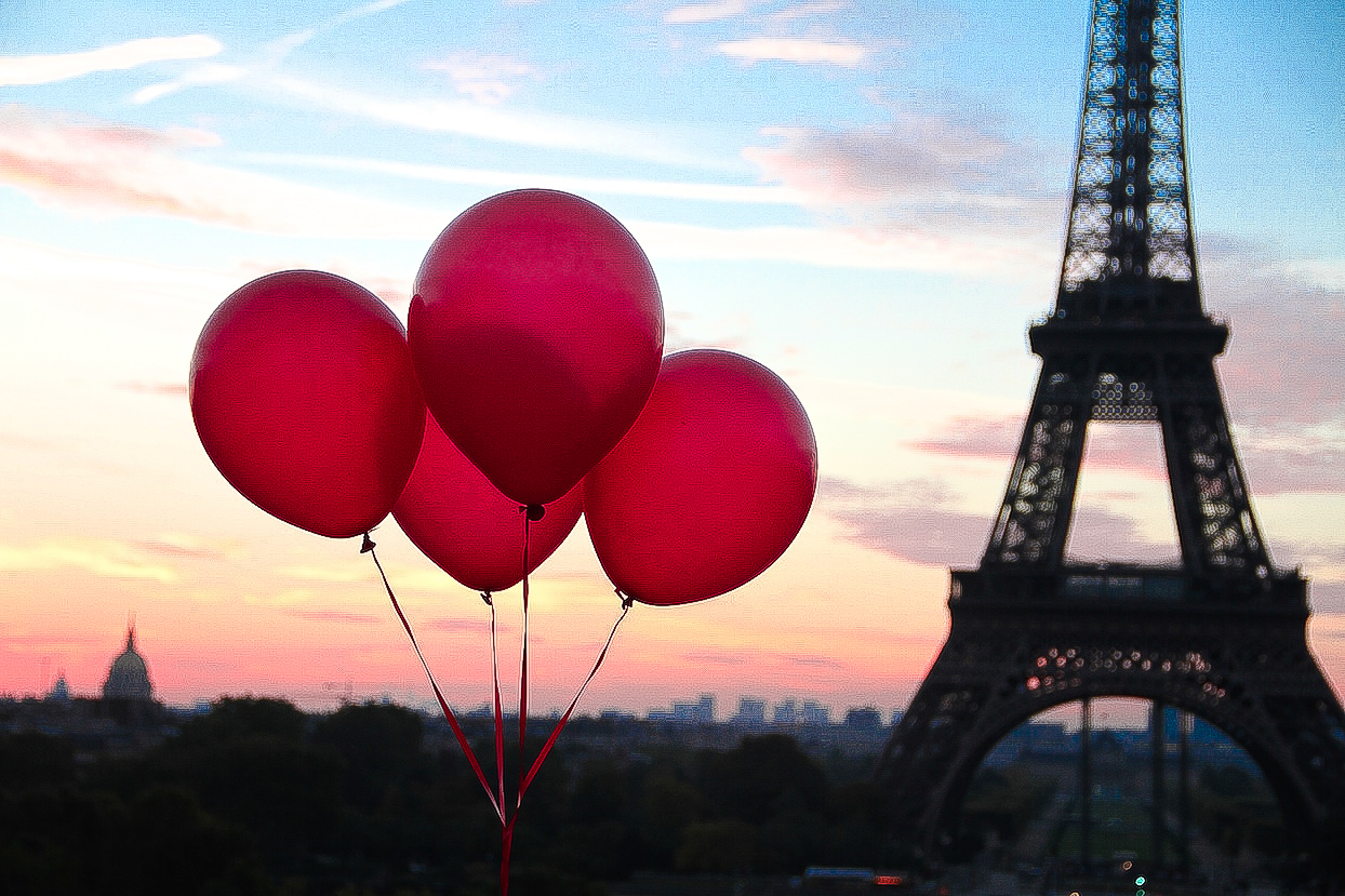fun trip around Paris with a friend and a bunch of red balloons and ...